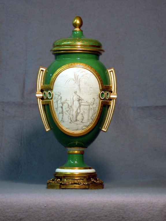 One of a Pair of Vases (Vase Danemark à cartels)