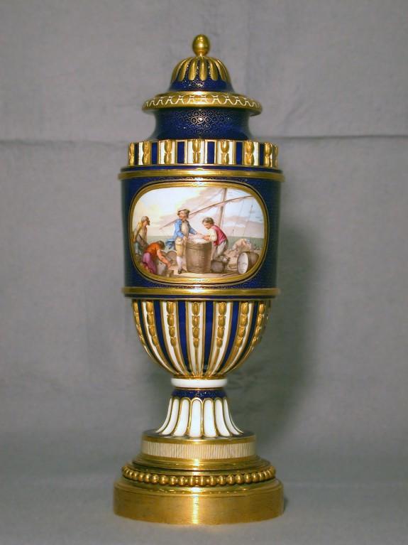 One of a Pair of Fluted Vases (Vase cannelé à bandeau)