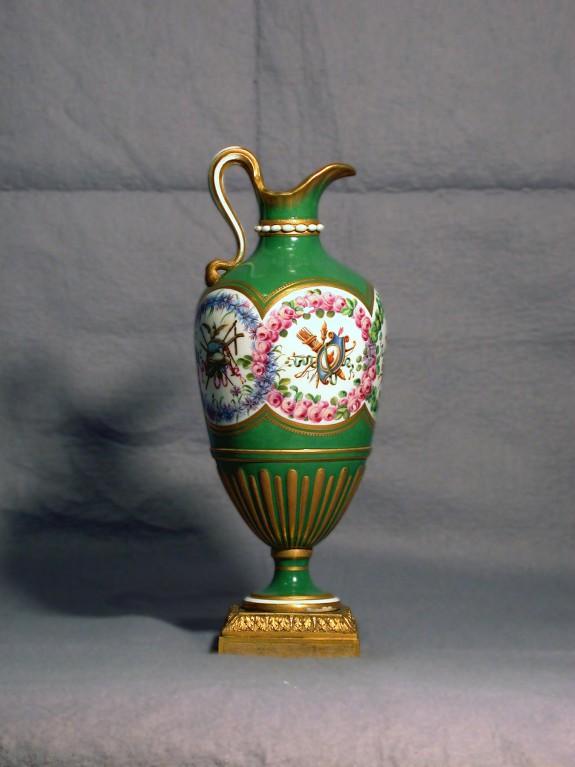 One of a Pair of Pitchers (Vase en burette)