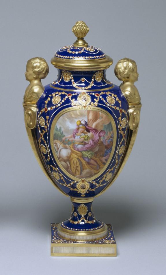 One of a Pair of Vases (Vase des âges à têtes d'enfants)