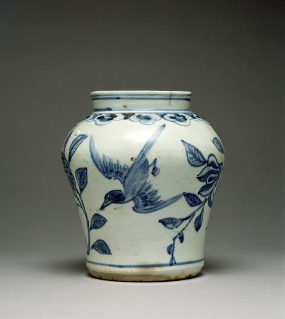 Jar with Design of Pomegranates and Birds