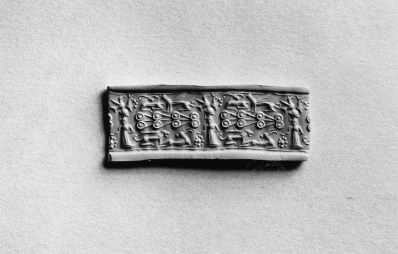 Cylinder Seal with Figures with Animals