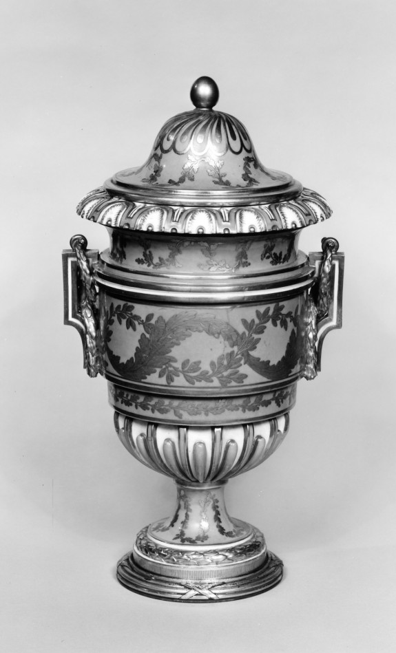 One of a Pair of Vases (Vase à anses carrées)