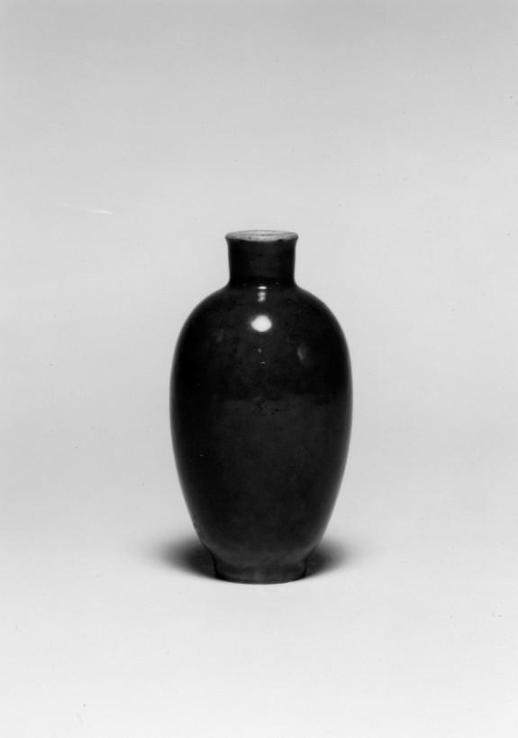 Vase Shaped Snuff Bottle with Blue Glaze