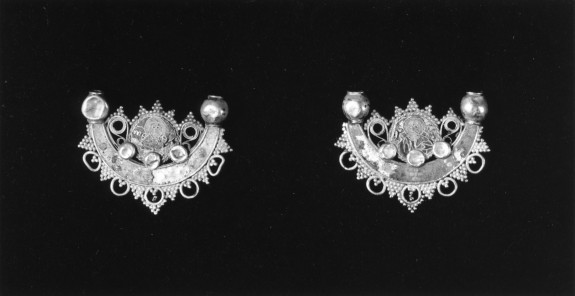 Earring with a Bust of the Virgin