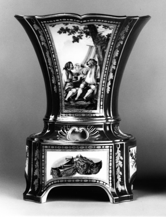 One of a Pair of Vases with Stands (Vase hollandois nouveau ovale)