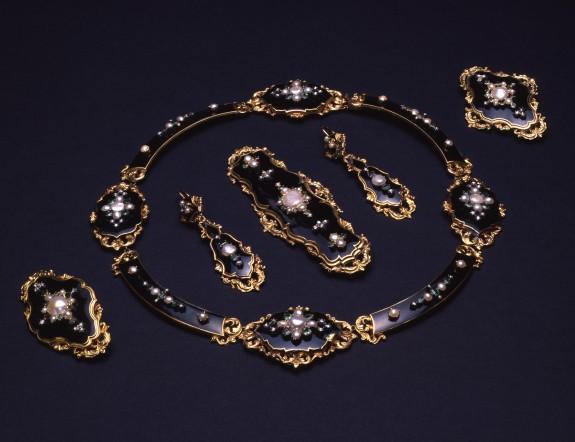 Necklace of a Parure