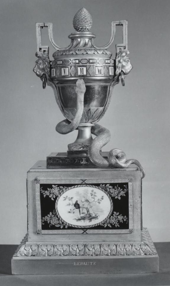 Urn Clock