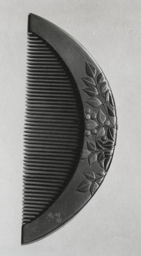 Ornamental Comb (kushi) with Nandina