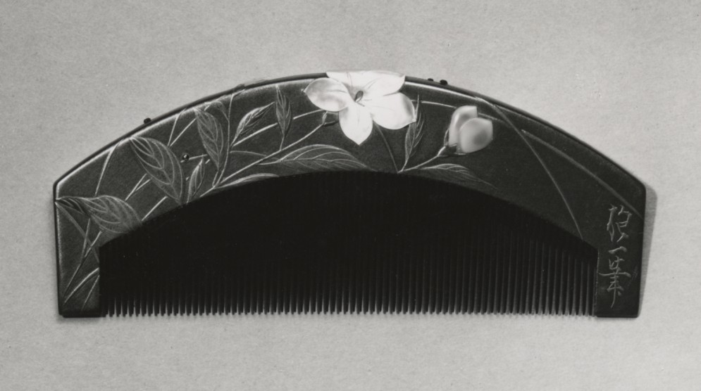 Ornamental Comb (kushi) with Chinese Bellflowers