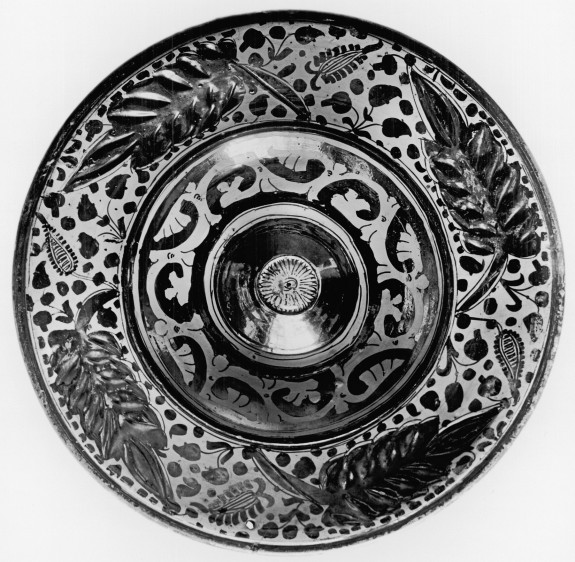 Ewer Basin with Large Leaves on Rim