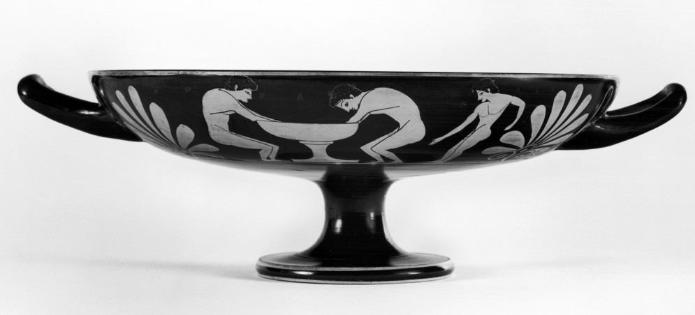 Kylix Depicting a Standing Youth and Two Youths Bathing