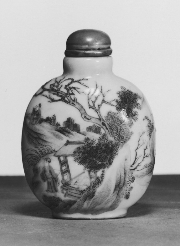 Snuff Bottle with Leisurely Pursuits in the Country