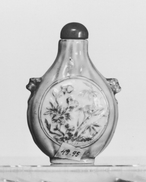 Snuff Bottle with Flowers in Medallion