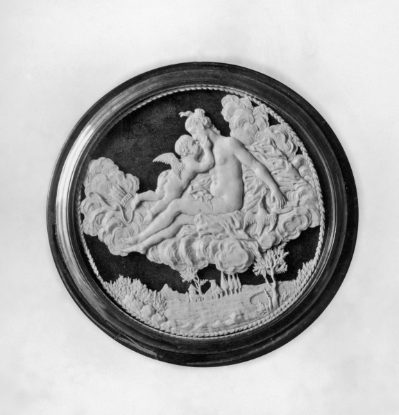 Circular Box with Venus and Cupid
