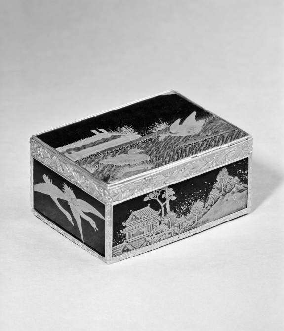 Snuffbox with Japanese Motifs