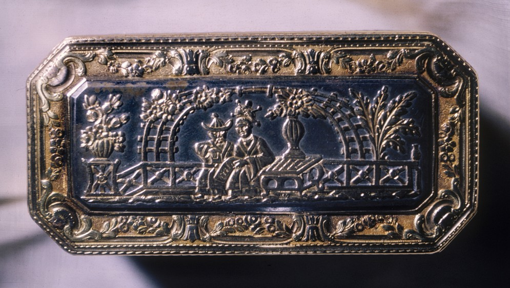 Snuffbox with Chinoiserie Motifs