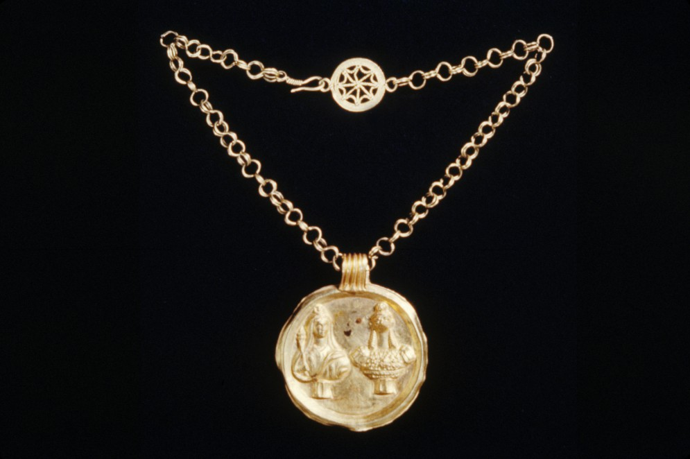 Necklace and Pendant with Busts of Isis and Haroeris