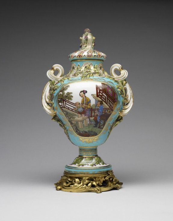 One of a Pair of Potpourri Vases (Vase pot pourri feuilles de mirte)