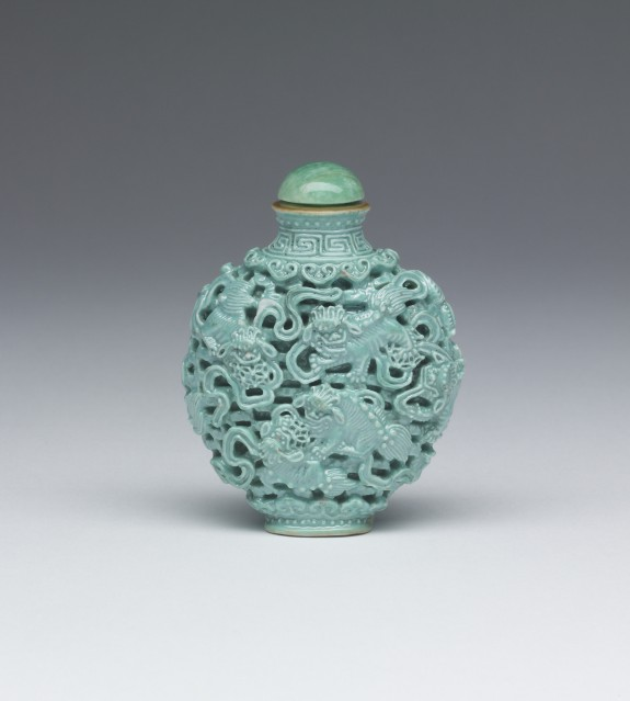 Snuff Bottle with Lions and Brocaded Tassels