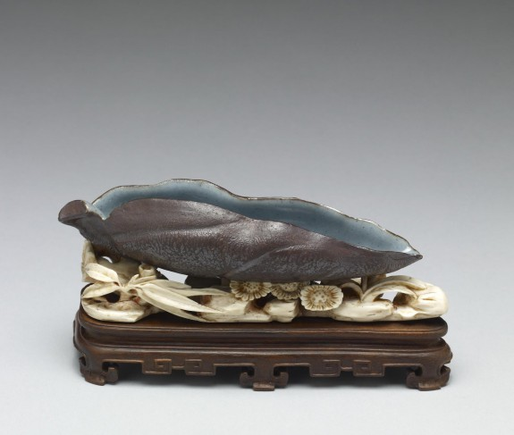 Brushwasher in the Form of a Leaf on Ivory and Wood Stand