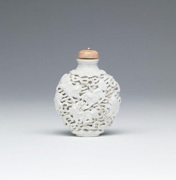 Snuff Bottle with Lions and Tasseled Balls