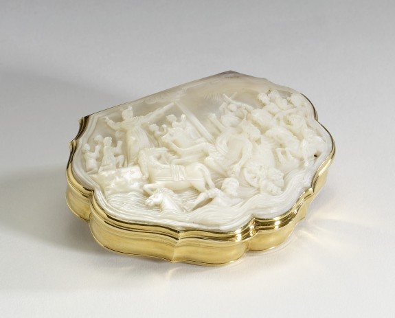 Cartouche-Shaped Snuffbox