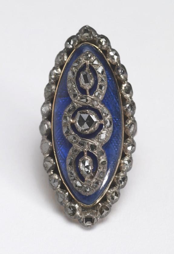 Navette-Shaped Ring