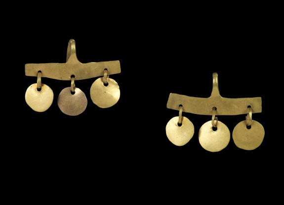Pair of Earrings with Flat Bar and Three Suspended Discs