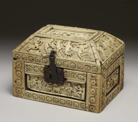 Casket with Images of Cupids