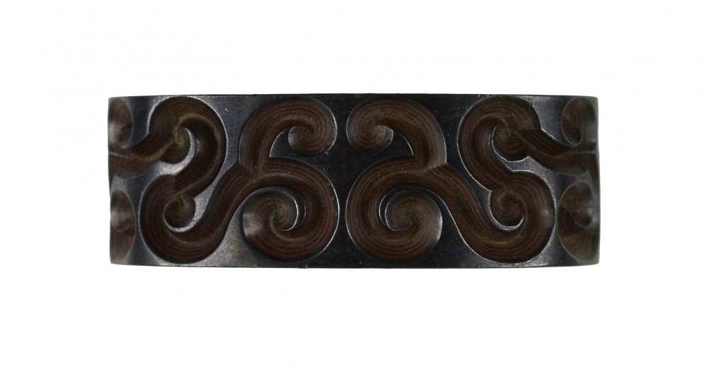 Fuchi with Scrollwork Design