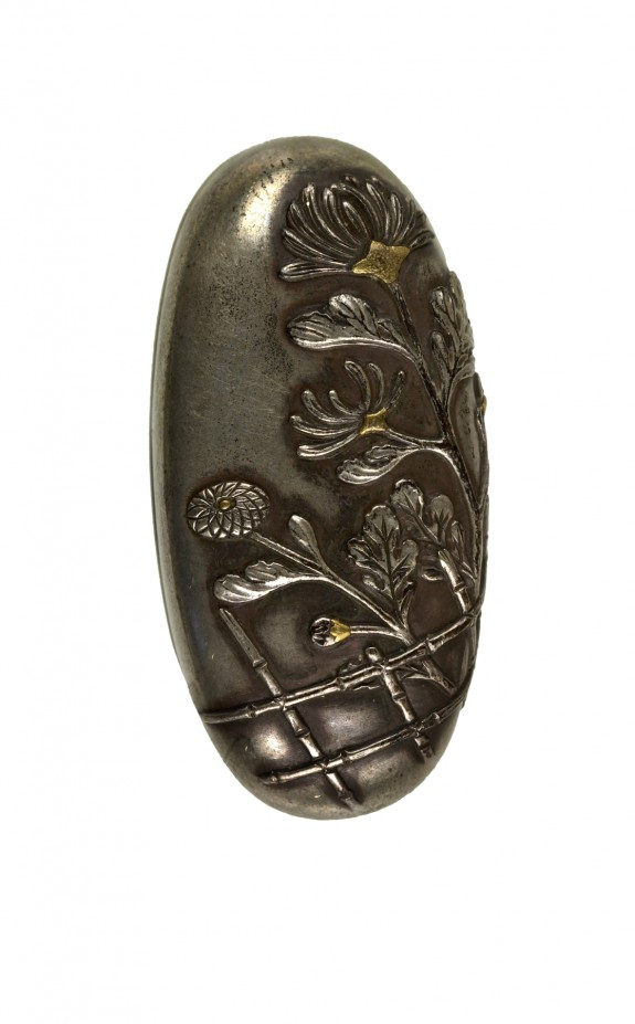 Kashira with Chrysanthemums