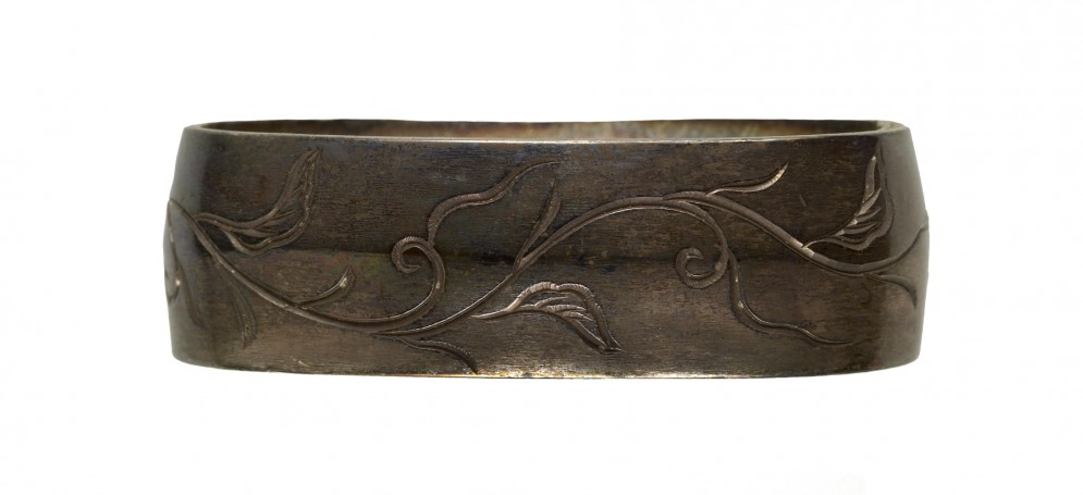 Fuchi with Floral Pattern