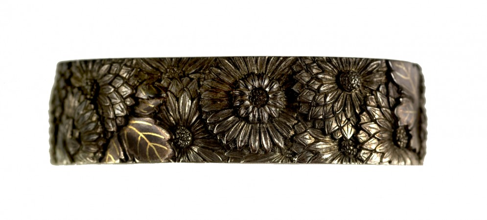 Fuchi with Chrysanthmums