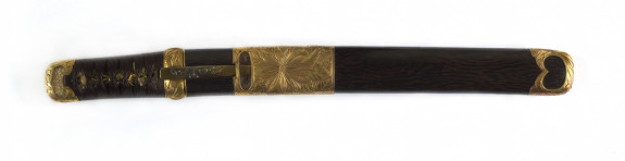 Dagger (aikuchi) with wood saya and gold chrysanthemum mountings (includes 51.1393.1-51.1293.4)