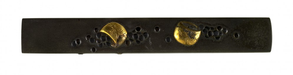 Kozuka with Two Bowls of Go Pieces
