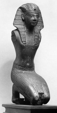 Statuette of a Kneeling King