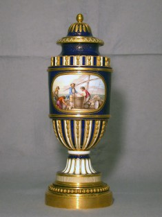 One of a Pair of Fluted Vases (Vase cannelé à bandeau)