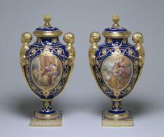 Pair of Vases (Vases des âges à têtes d'enfants)