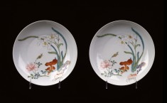 """Pair of """"Famille Rose"""" Dishes with Narcissus, Rose, and Fungus"""