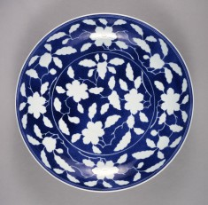 Plate with Reserved Plum Blossoms