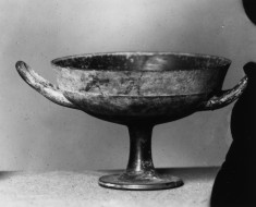 Lip Kylix with Running Figures