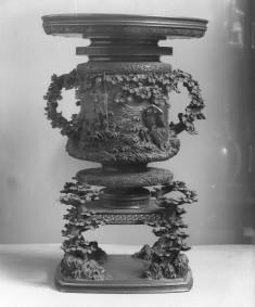"Large vase with an illustration from ""Hakkenden"": Kanamori Daisuke and Shinhen Daibosatsu"