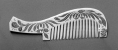 Ornamental Comb (kushi) with Floral Patterns