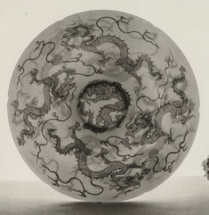 Bowl with Four-clawed dragon and scudding clouds