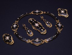Pair of Earrings of a Parure