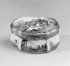 Cartouche-Shaped Snuffbox Depicting Views of Towns