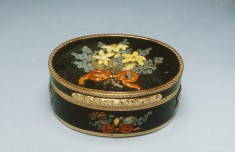 Snuffbox with Hardstone Flowers