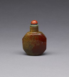 Snuff Bottle with Design of Oozing Red