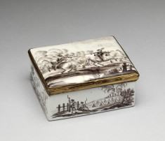 Snuffbox with Battle Scenes and Portrait of the Empress Elizabeth